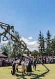 Celebrazione tradizionale di metà dell'estate a Skansen, Stoccolma, Svezia immagini stock libere da diritti
