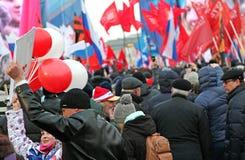 Celebrazioni in quadrato rosso dopo la decisione della Crimea immagine stock