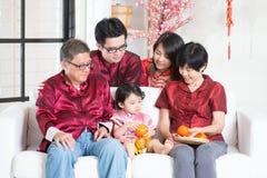 Celebre el Año Nuevo chino con la familia Fotos de archivo libres de regalías