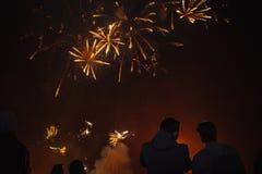 Celebre el d?a de fiesta en el cuadrado Gran diversi?n foto de archivo