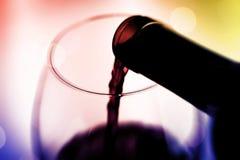 Celebri con vino fotografia stock libera da diritti