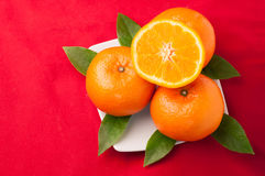 Celebri il fondo cinese del nuovo anno con frutta arancio per le guerre Immagini Stock Libere da Diritti