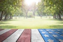 Celebri la bandiera degli S.U.A. di festa dell'indipendenza fotografie stock