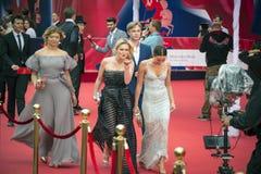 Celebridad en la alfombra roja antes de la abertura 37 del festival de cine del International de Moscú Imagen de archivo libre de regalías