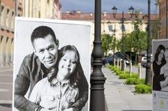 Celebridades y niños con Síndrome de Down en los carteles Fotos de archivo