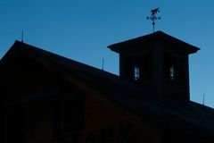Celeiro crepuscular Fotografia de Stock Royalty Free
