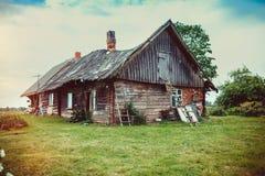 Celeiro de madeira abandonado velho Fotos de Stock