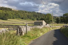 Celeiro de pedra do campo em Kettlewell fotografia de stock