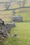 Celeiro de pedra tradicional, vales de Yorkshire Fotos de Stock Royalty Free