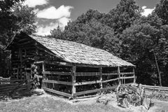 Celeiro do log do vintage fotografia de stock royalty free