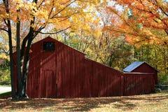 Celeiro do outono imagem de stock