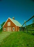 Celeiro e cerca vermelhos de Nova Inglaterra Fotos de Stock Royalty Free