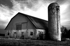 Celeiro e silo em preto e branco Imagem de Stock
