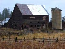 Celeiro e silo velhos Fotos de Stock Royalty Free
