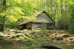 Celeiro histórico do log em Smokey Mountains fotografia de stock royalty free