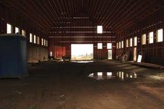 Celeiro interior sob a construção Fotos de Stock Royalty Free