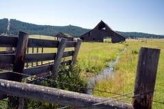 Celeiro no campo Foto de Stock Royalty Free