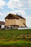 Celeiro novo construído por Amish foto de stock