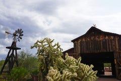 Celeiro ocidental velho de Apacheland - o Arizona, EUA Foto de Stock Royalty Free