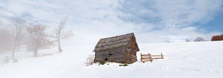 Celeiro só no inverno Foto de Stock