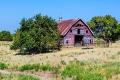 Celeiro velho de Abandonded em Oklahoma rural fotos de stock royalty free