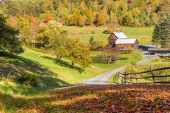 Celeiro velho na paisagem bonita do outono de Vermont Fotografia de Stock Royalty Free