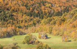 Celeiro velho na paisagem bonita do outono de Vermont Imagens de Stock
