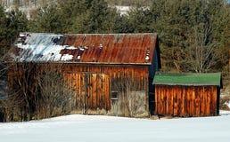 Celeiro velho no inverno Imagens de Stock Royalty Free