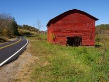 Celeiro vermelho da montanha Foto de Stock