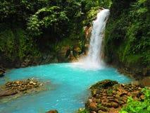 Celeste River på den Tenorio nationalparken fotografering för bildbyråer