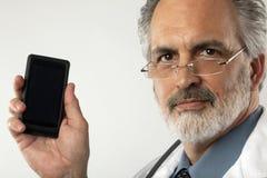 cell doctor holding phone up Στοκ φωτογραφία με δικαίωμα ελεύθερης χρήσης