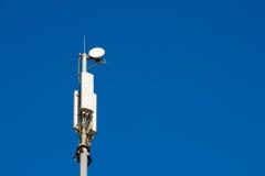 Cell- grundtransceiverstation och antenner fotografering för bildbyråer