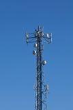 Cell- mobilt radiosändningpoltorn Arkivbild