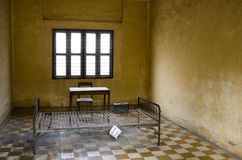 Cell på det Toul Sleng fängelset Arkivfoto