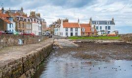 Cellardyke by i den östliga Neuken av pickolaflöjten, Skottland Royaltyfria Foton