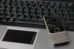 cellbärbar datortelefon Arkivfoto
