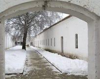 Cellblock de la yarda en el monasterio santo de Euthymius en Suzdal Fotografía de archivo