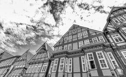 Celle,德国 五颜六色的大厦在晴朗的da的市中心 库存图片