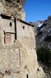 Celler av Geghard vaggar kloster med khachkars, Armenien Royaltyfri Fotografi