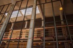 Cellgroup beskådade till och med ett säkerhetsstaket i det Alcatraz fängelset Royaltyfria Bilder