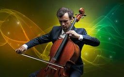 Cellist met kleurrijk legendarisch concept stock afbeeldingen