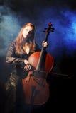 Cellomusiker, mystische Musik Stockbild