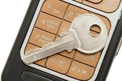 Cellphone en zeer belangrijke dichte omhooggaand Royalty-vrije Stock Afbeeldingen