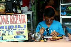 Cellphonereparatiewerkplaats in Antipolo-stad in Filippijnen stock afbeelding