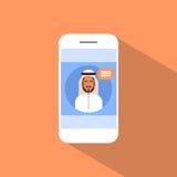 CellSmart telefon med Media Communication för muslimsk manpratstund det sociala nätverket Arkivbilder