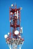 Celltorn med en antenn Arkivfoto