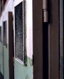 Cellula del Alcatraz di Al Capone, dentro lo sguardo fuori fotografia stock libera da diritti