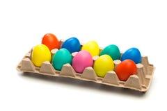 Cellula dell'uovo con le uova di Pasqua isolate fotografia stock libera da diritti