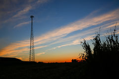 Cellulair torensilhouet bij zonsondergang Stock Fotografie