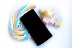 Cellulare e caramella gommosa e molle neri 6 Immagini Stock